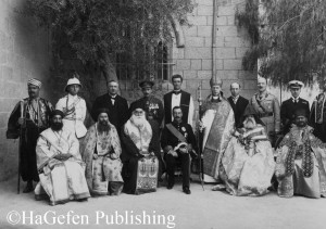 Gathering of church officials, sir Herbert Samuel in the center
